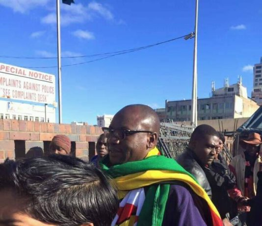 Evan Mawarire arriving at Central Police Station in Harare